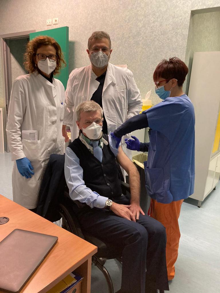 L'a.d. Mario Melazzini si vaccina al Policlinico San Matteo di Pavia
