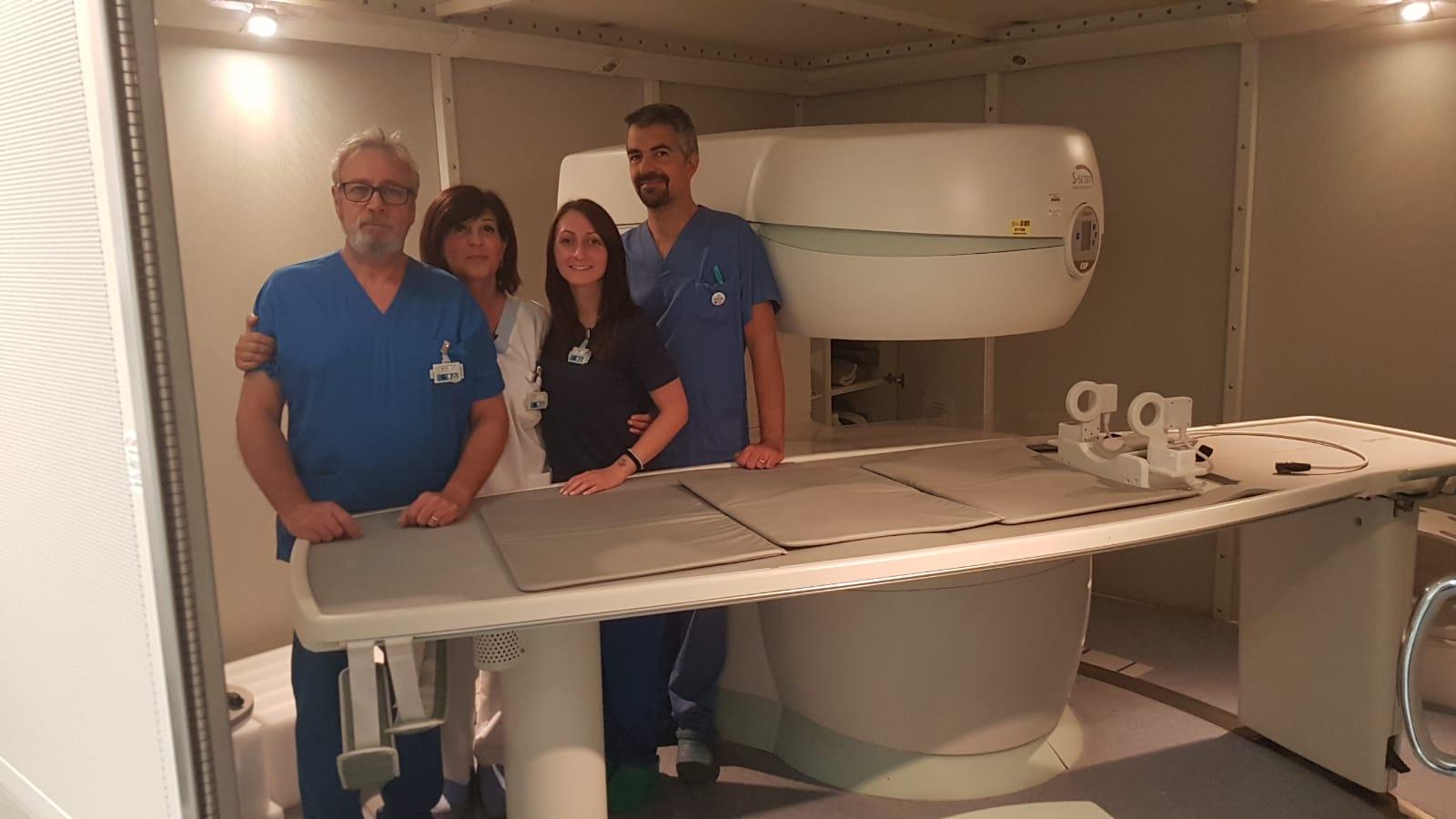 Matteo Precerutti, responsabile del Servizio, con lo staff della radiologia