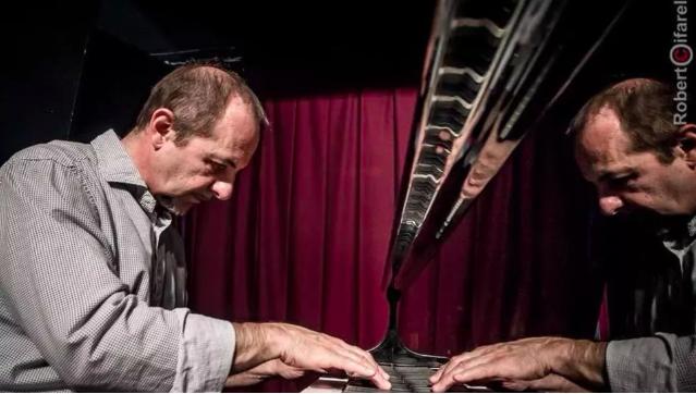 Umberto Petrin, pianista jazz nella foto di Roberto Cifarelli